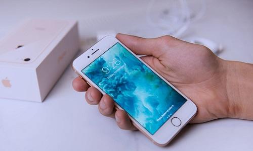 Что делать, если на экране iPhone появились желтые пятна