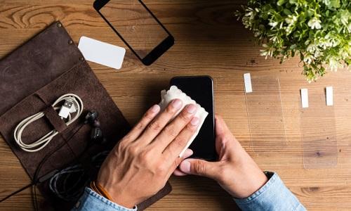 Как наклеить защитное стекло или пленку на телефон самостоятельно?