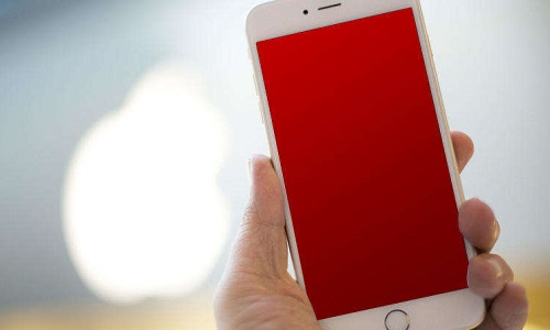 Почему на iPhone экран светится красным (red screen of death)?