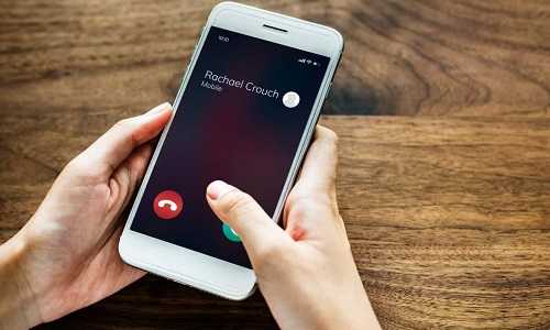 Почему во время разговора по телефону слышно эхо?