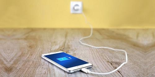 Возможно ли заряжать смартфон зарядкой от другого телефона?